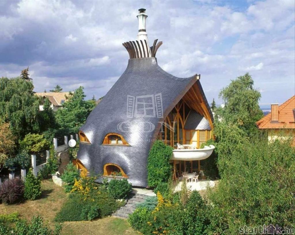 Remetehegyi eladó családi ház Makovecz stílusban