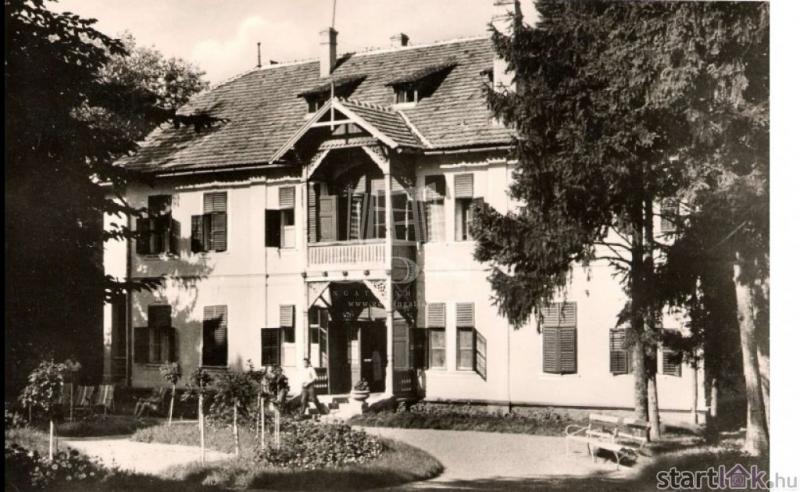 Eladó régi villa Balatonföldváron