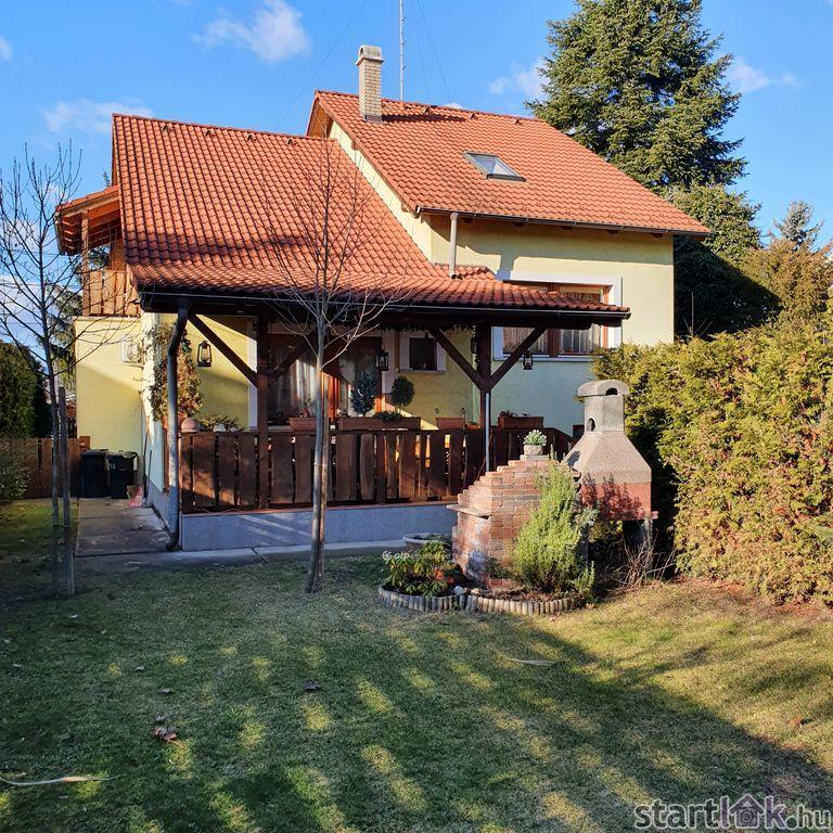 Eladó családi ház Göd