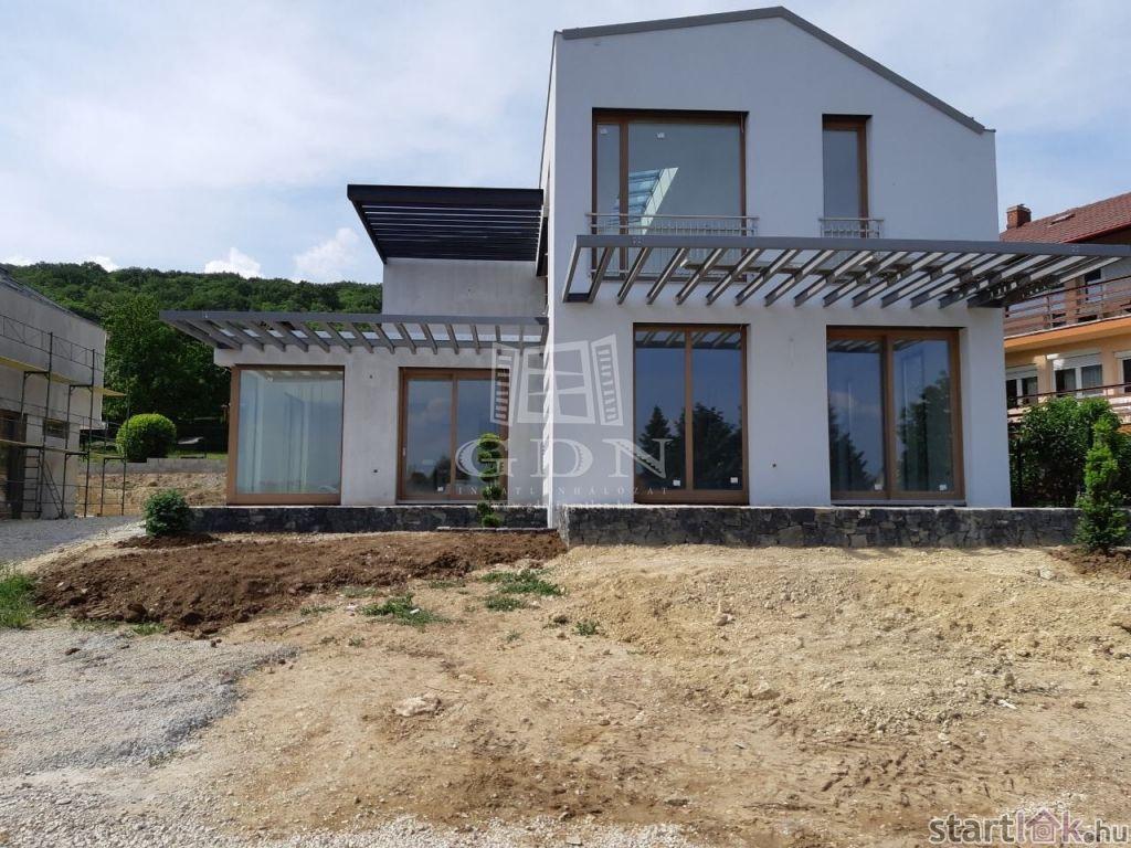 Geotermikus luxus családi ház Balatonfüreden