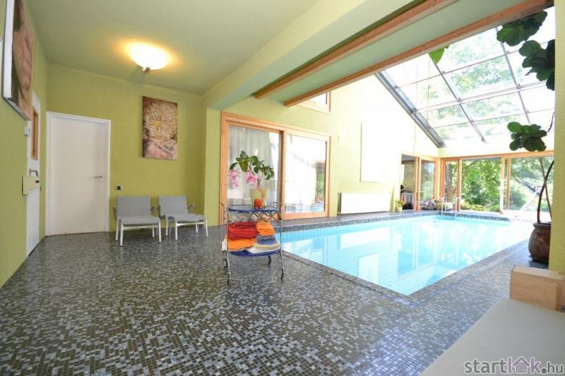 Budaligeti családi ház medencével