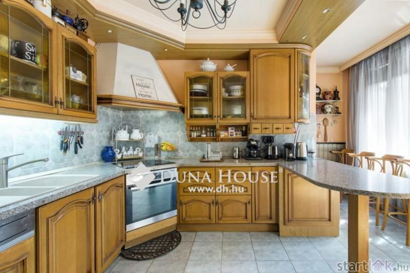 Ikerház provence-i stílusú konyhája