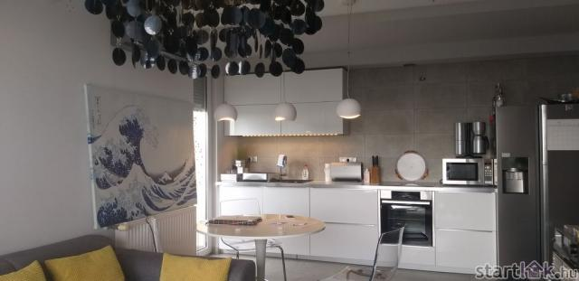 Panorámás győri lakás konyha