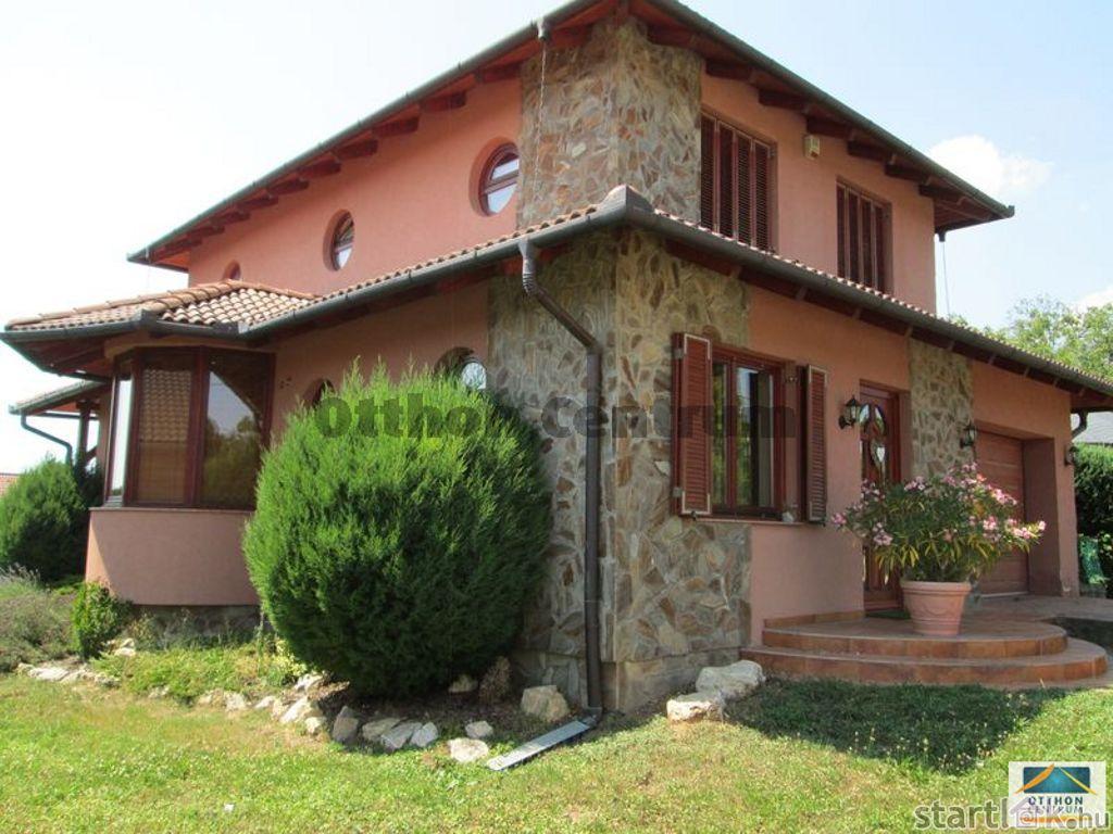 Balatonboglári eladó családi ház