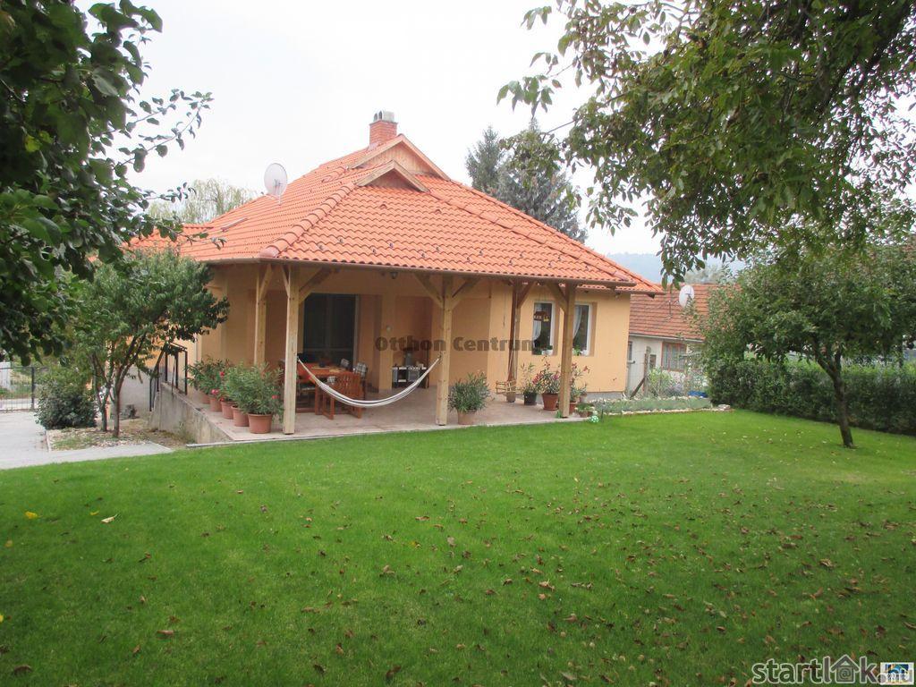 Kétszintes, igényes családi ház Miskolcon