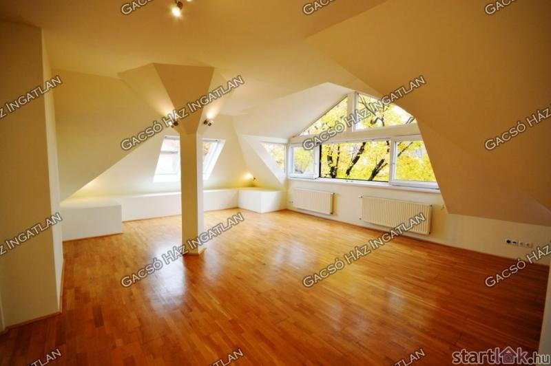 Romantikus lakás a VI. kerületben